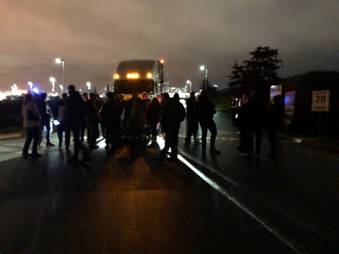 Cross picket outside of Canada Post Pacific processing plant in Vancouver, November 28, 2018