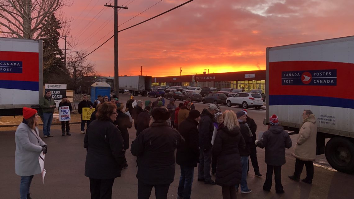 Sunrise at Edmonton picket, November 30, 2018 © Bob Barnetson