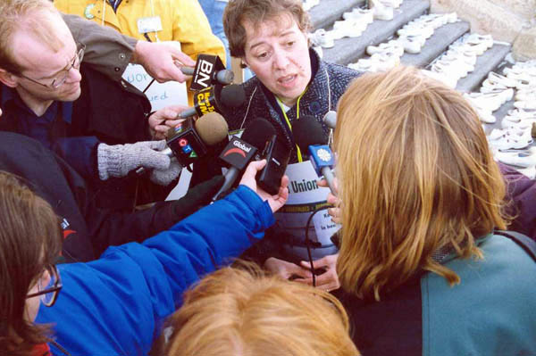 SUN president Rosalee Longmoore talks to the media during the 1999 strike | Image courtesy of Donna Ottenson